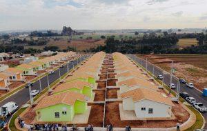 Moradores recebem as chaves de 183 casas em José Bonifácio