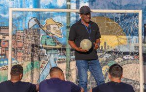 Meio de campo: o trabalho do craque Zé Maria na Fundação CASA