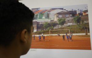 """Estação Brás da CPTM exibe exposição """"Recortes da Copa"""""""
