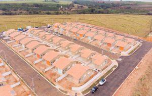 Secretaria da Habitação entrega 70 casas para famílias de Mococa