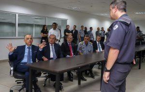 Na capital, governador visita Centro de Operações daPolícia Militar