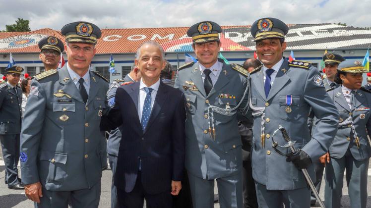 Governador participa de solenidade de outorga da Medalha Brigadeiro Tobias