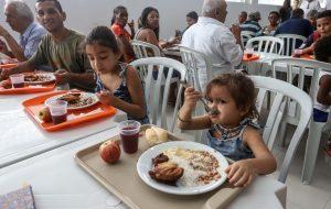 Alimentação inadequada pode aumentar colesterol ruim em crianças