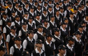 Mil alunos do JEPOE celebram formatura em Carapicuíba
