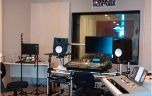 Solte a voz e os sonhos nos estúdios das Fábricas de Cultura