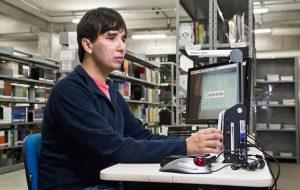 Pessoas com deficiência buscam especializações em Etecs e Fatecs