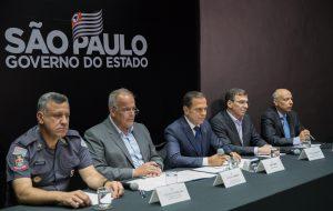 Governo de SP realiza operação para transferência de presos