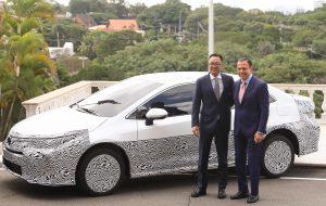 Toyota anuncia aportes e apresenta 1º veículo híbrido flex do mundo