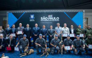 Estado de São Paulo homenageia os policiais Nota 10 de abril