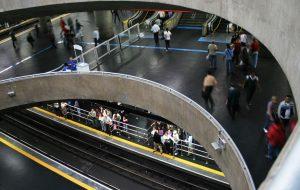 Mães da Sé orientam passageiros para prevenir casos de desaparecimento