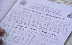 Famílias de Taboão da Serra recebem 280 títulos de propriedade
