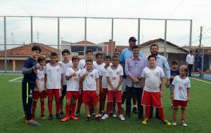 Secretaria de Esportes entrega quadra de futebol em Barra Bonita