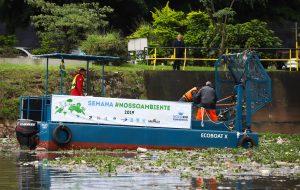 Governo inicia testes com ecobarcos para coleta de lixo no rio Pinheiros
