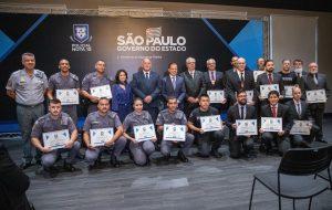 Governo de SP homenageia os policiais Nota 10 do mês de maio