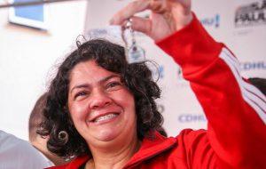 CDHU entrega 165 apartamentos a moradores de Santos