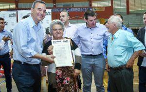 Governo entrega 1.520 títulos de propriedade em Ribeirão Preto