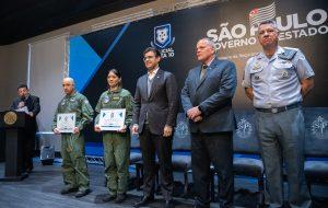Estado de SP homenageia os policiais nota 10 do mês de julho