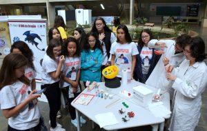 Alunas do Ensino Fundamental participam de atividades na Unicamp