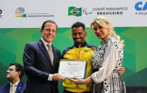 Governo de SP homenageia Time São Paulo Paralímpico
