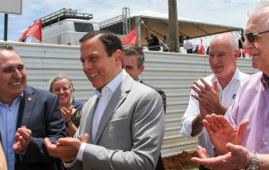 Governo entrega vicinal modernizada e autoriza R$ 1,9 mi para obra em Holambra