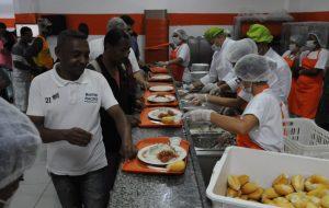 Com cardápio especial, Bom Prato reúne chef estrelada e secretários de Estado
