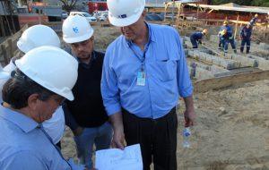 Diretoria da Sabesp acompanha obras do Programa Onda Limpa, em Praia Grande