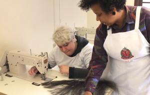 Poupatempo entrega kit para doação de mechas de cabelo