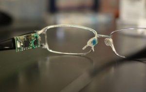 Com lágrima de usuário, par de óculos mede nível de glicose, álcool e vitaminas