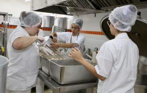 Governo de SP inaugura restaurante Bom Prato em Cubatão