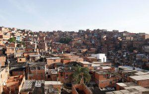 Governo do Estado vai distribuir 1.200 caixas-d'água em Paraisópolis
