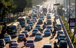 Relatório da Cetesb aponta queda de poluição por veículos no Estado de SP