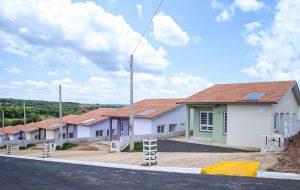 Governo de SP entrega 100 casas em Águas de Santa Bárbara