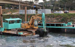 Governo de SP retira 9 mil toneladas de resíduos do Rio Pinheiros em 2019