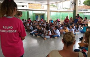 Acolhimento une estudantes em escola estadual em Araçatuba