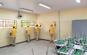 Reeducandos pintam sete escolas na região Noroeste de SP