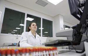 Fapesp incentiva redirecionamento de projetos ao combate do novo coronavírus
