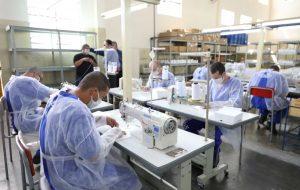 Presídios produzirão mais de 50 mil máscaras por dia para prevenção ao coronavírus