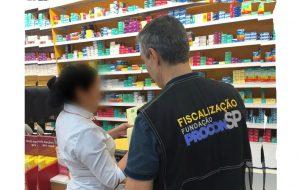 Procon-SP fiscaliza estabelecimentos que vendem álcool em gel e máscaras no Estado