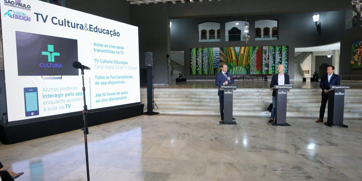 Governo de SP lança aulas em tempo real por TV aberta e celular para estudantes da rede estadual