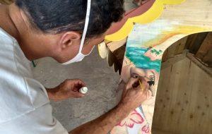 Reeducandos de Potim produzem casinhas artesanais para cães abandonados