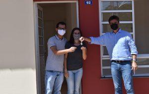 SP entrega 45 casas a famílias de Adamantina