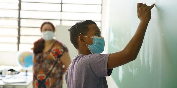 Governo de SP mantém volta opcional às aulas do Ensino Médio em outubro