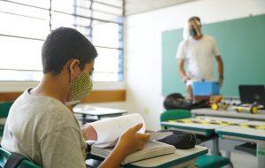 Casos prováveis de Covid-19 nas escolas são 31 vezes menores que incidência estadual