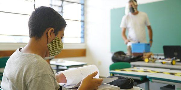 A partir desta segunda (8), escolas do Estado abrem para alunos mais vulneráveis