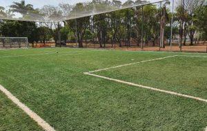 Secretaria de Esportes inaugura quadra society no município de Adolfo