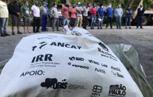 Campanha distribui equipamentos de segurança para 624 catadores de SP