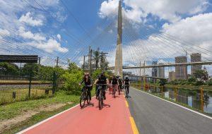 Governo de SP entrega revitalização da ciclofaixa da Marginal Pinheiros