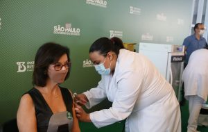 Governo de São Paulo começa a vacinar idosos de 68 anos em abril