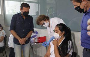 Primeira vacinada do HC de Ribeirão, Técnica de Enfermagem mudou de cidade por COVID-19