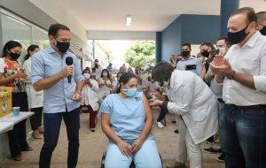 Primeira vacinada de Araraquara, técnica de enfermagem adia aposentadoria por COVID-19
